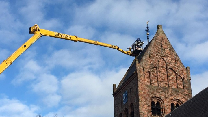 Hoogstaande klus toren Sint Piterkerk
