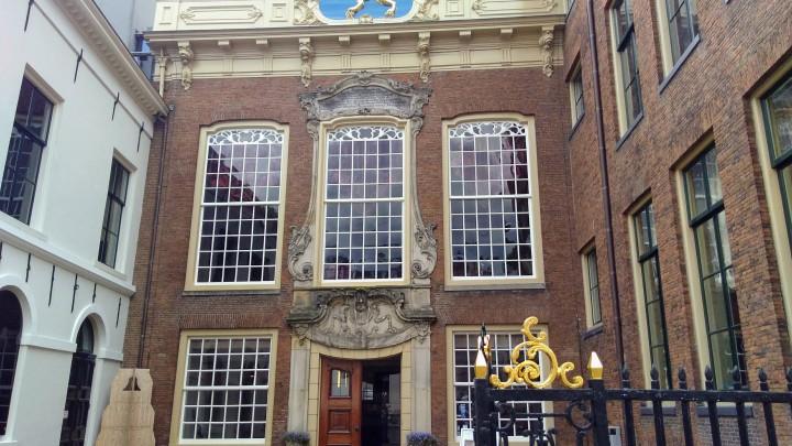 Het Stadhuis aan het Hofplein 38 in Leeuwarden.
