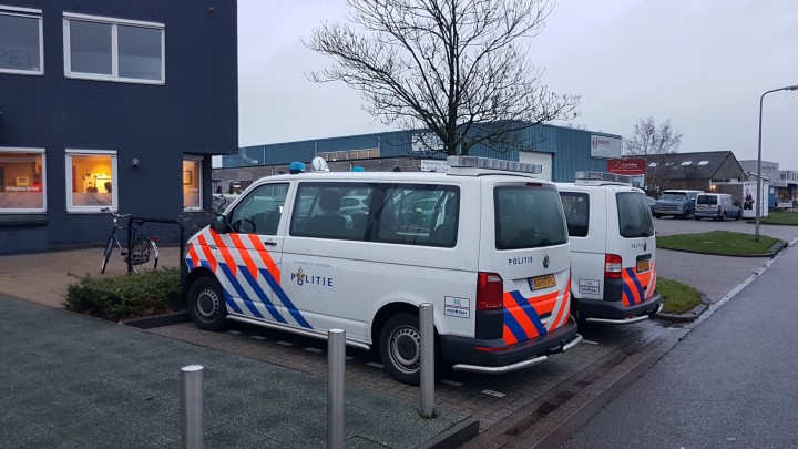 Het was donderdagmiddag en -avond in Grou druk met agenten en politieauto's.