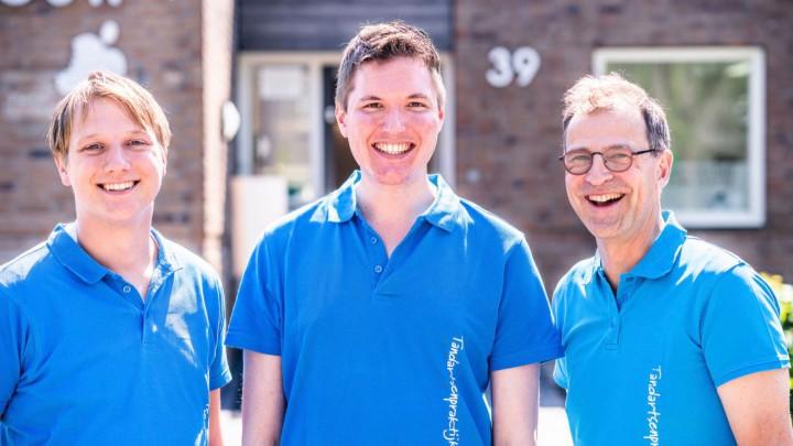 De tandartsen van Tandartsenpraktijk Grouw: v.l.n.r. Jelle Faber, Bate de Boer en Bernt ter Pelkwijk.
