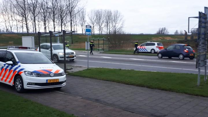 De controle bij de entree van Grou, op de Stationsweg.
