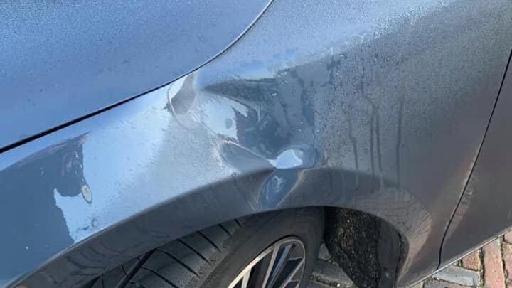 De schade aan de auto van de bewoonster is zo'n € 1500,-.