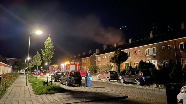 De buitenbrand was in de achtertuin van een woning in de Roerdompstraat. (Foto: Robin Kiestra)