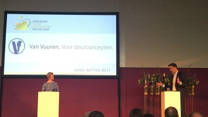 Directeur Dennis Gijsman van Van Vuuren wordt bevraagd tijdens een finaleronde onder leiding van Marijke Roskam.