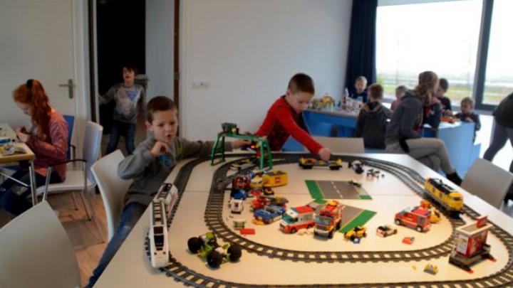 Bouw- en beleefochtend met Lego en Playmobil