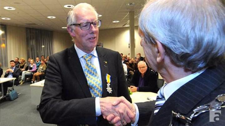 Jan Hemminga werd bij het afscheid van Boarnsterhim (2013) door burgemeester Baas benoemd tot Ridder in de Orde van Oranje-Nassau.