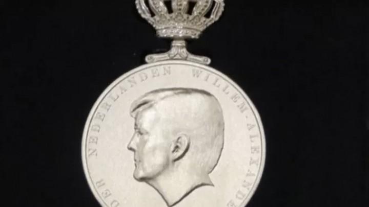 De Koninklijke Erepenning voor de 100-jarige FFF.