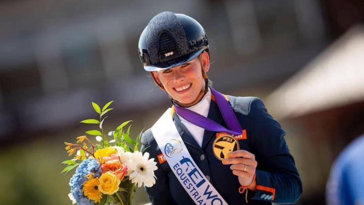 Huldiging wereldkampioen paradressuur Rixt van der Horst