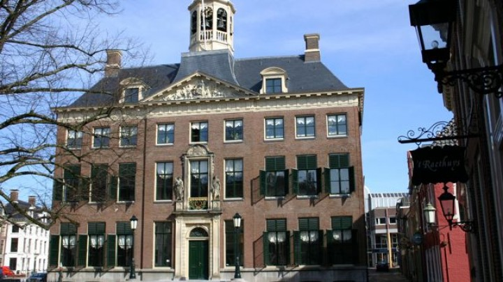 Carillon op stadhuis speelt Sint Pitersdei