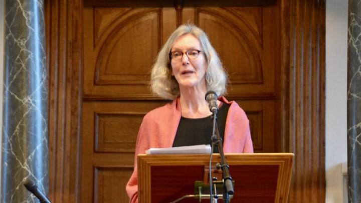 Halbertsma-biografe Alpita de Jong hield een lichtvoetige lezing over de 'bruorren' Halbertsma.