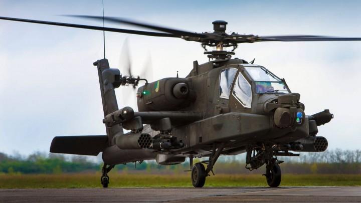 Een Apache gevechtshelikopter van het Defensie Helikopter Commando (DHC).