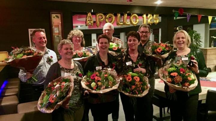 De jubilarissen kregen een speciale onderscheiding en werden in de bloemen gezet.