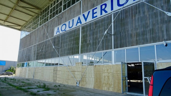 De noordzijde van het Aquaverium was gisteren bijna helemaal dichtgetimmerd.