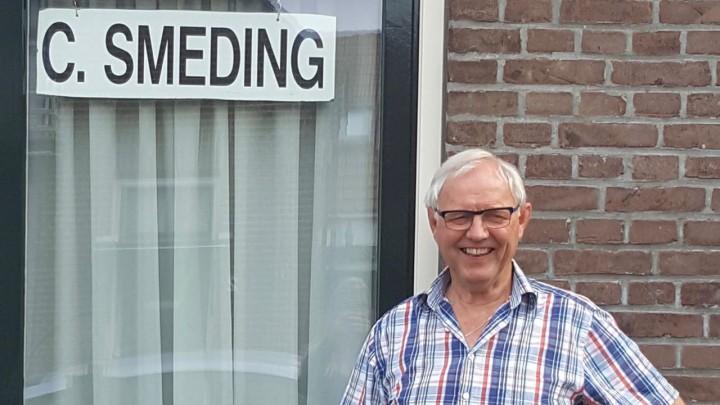 De vermelding 'schildersbedrijf' op het bordje achter het raam is sinds vandaag verdwenen..