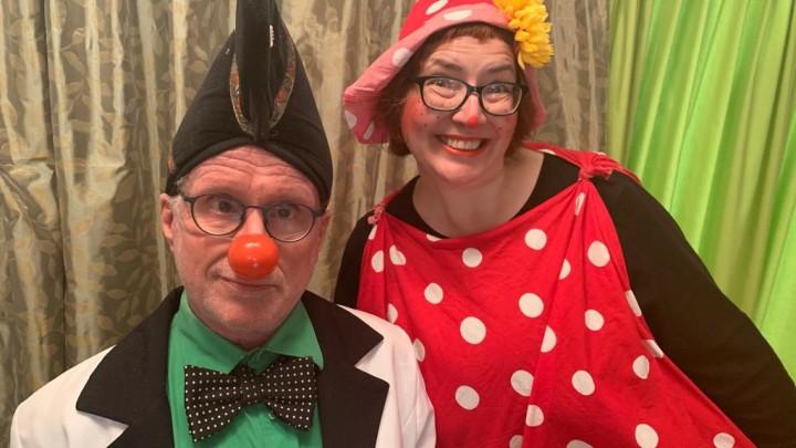 Clowns Arthur Pirenne (links) en Carol Ann Stiekema volgen 'De Zoeker van Grou' op.
