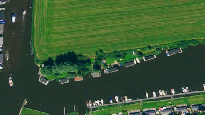 De 8 recreatieve arken aan de noordoever van De Mear.