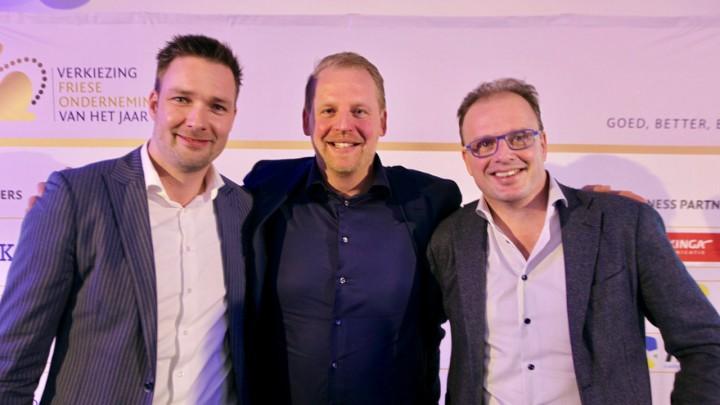 De finalisten. Links directeur Dennis Gijsman van Van Vuuren. Daarnaast de directeuren van Bouwbedrijf Lont (midden) en Probo Print.
