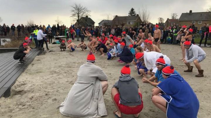 Trainers van Igofit verzorgden een professionele warming-up.