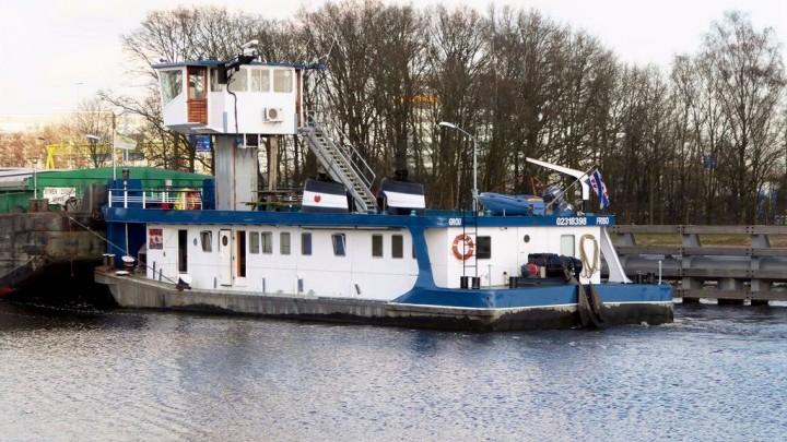 Duwboot Friso, hier in betere tijden, is eigendom Rederij Zwaga in Grou.