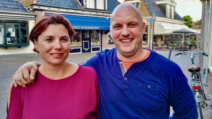 Het nieuwe bestuurslid Edwin Cornelder (43 jaar) met zijn vrouw Klazina Visser (42).