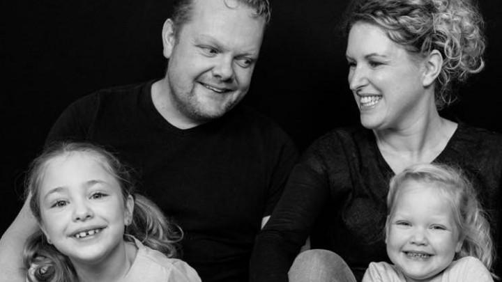 Ate, Anke, Suze en Evi zijn enorm blij dat de rolstoelbus kan worden besteld.