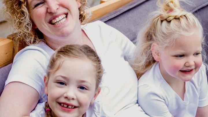 Suze (voor), 'mem' Anke en Suze's zusje Evi.