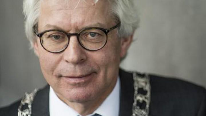 Burgemeester Ferd Crone (64) vertrekt