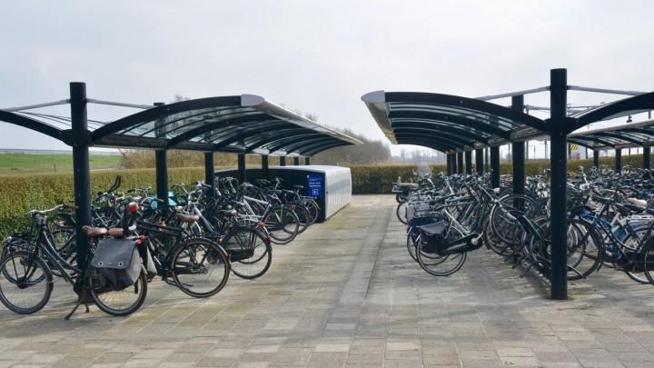 De fietsenstalling bij treinstation Grou-Jirnsum kan niet worden bewaakt met camera's.