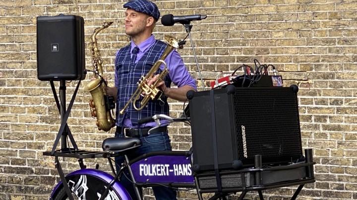 Folkert-Hans Tolsma met zijn Muziek-Fiets.