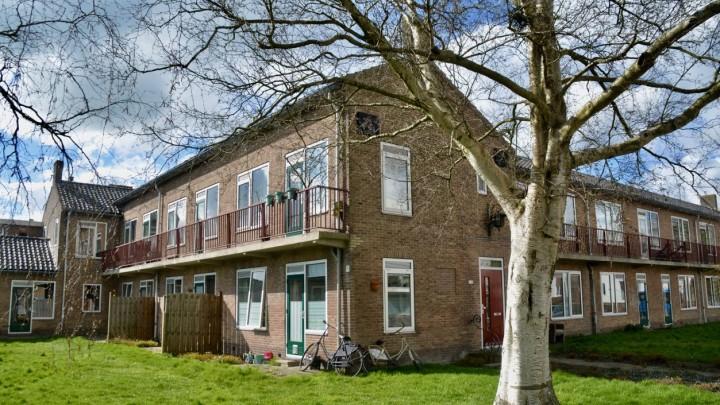 Het oude Friesmahiem-complex, vooral bewoond door eenpersoonshuishoudens, wordt eind 2023 gesloopt.