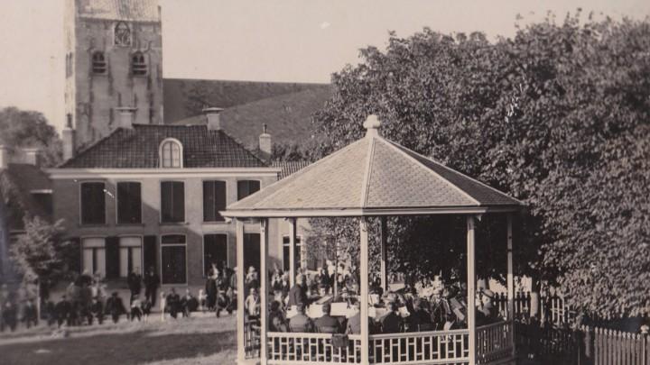 Een optreden in de muziekkoepel op It Grien, rond 1925.