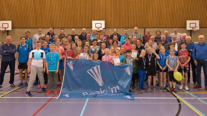 Alle leden van Raak 'm, die tijdens het jubileum aanwezig waren, op de foto. (Foto: Amber de Vries)