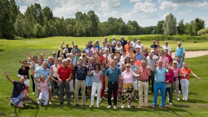 De deelnemers aan de 2e editie van Grouster Golf. (Foto: Nienke Bruinsma)