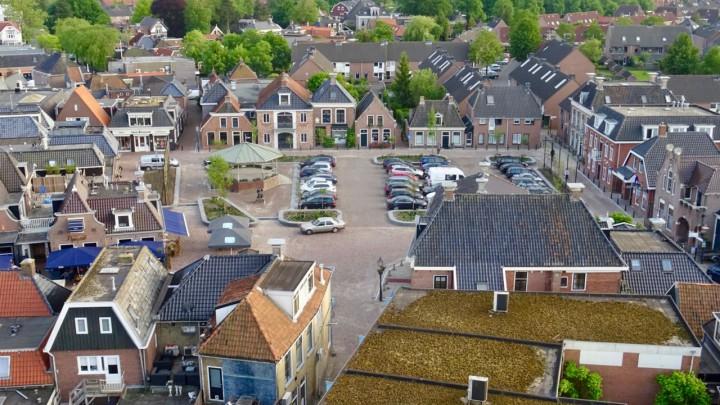 Een deel van Grou gezien vanuit de toren van de Sint Piterkerk. (Foto: Klaas Stelma)