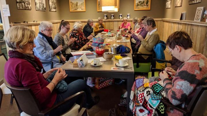 Het Handwerkcafé op elke eerste zaterdag van de maand in Friesma State..