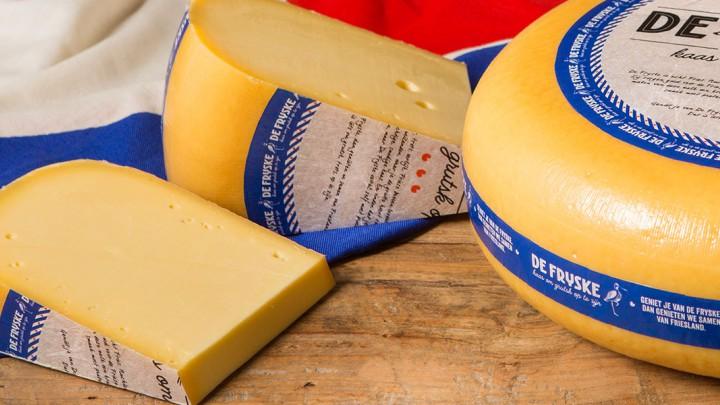 Vanaf vrijdag 10 maart is bij Jumbo Grou ook De Fryske te koop. Zaterdag is er een proeverij van deze nieuwe Friese kaas. De Fryske is een initiatief van zuivelondernemer Catharinus Wierda uit Oudemirdum.