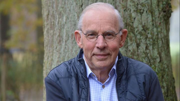 Henk Kroes spreekt op de jaarvergaderingen van de Grouster ijsclubs.