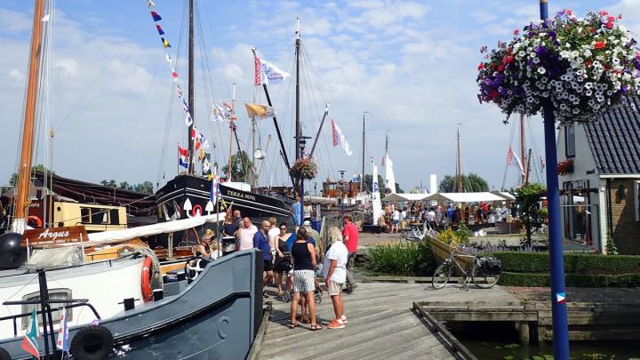 Er heerste een gezellige maritieme sfeer, zaterdag in Grou. (Foto: Jikkie Piersma)