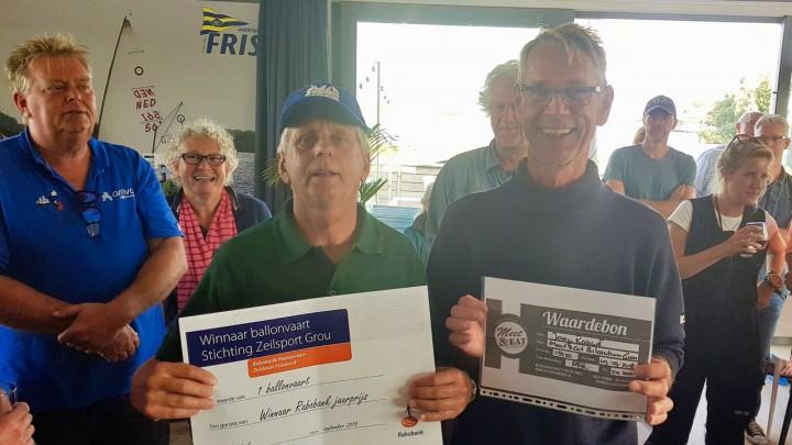 Winnaar Erik v/d Meer (links) van de Grouster jaarzeilprijs en Jaap Rouwé, die de aanmoedigingsprijs kreeg.