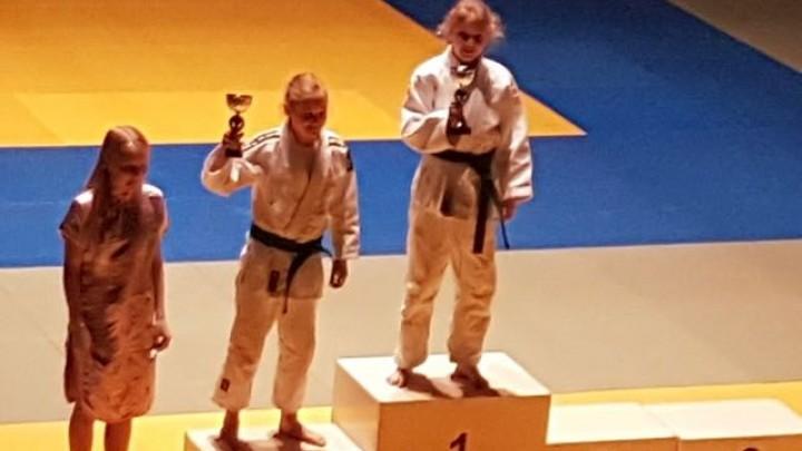 Danique Douma (-44) won al haar partijen met Ipon en werd Fries Kampioen.
