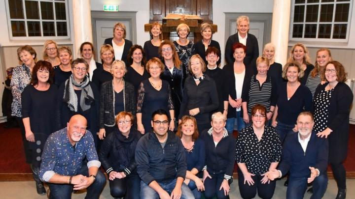 Popkoor Just for Fun Grou geeft een concert samen met De Pikbroeken.