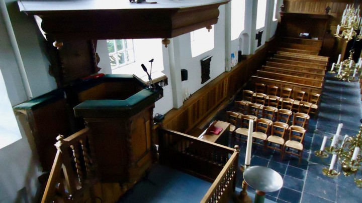 Het interieur van de Sint Piterkerk. Hier is komende zondag geen dienst. (Foto: Klaas Stelma)