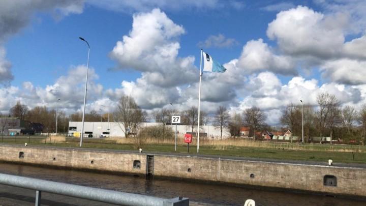 Bij de Oostersluis in Groningen staat nu kilometerbord 27.