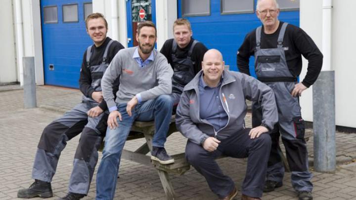 De vakkundige monteurs van AutoFirst Kooiker.