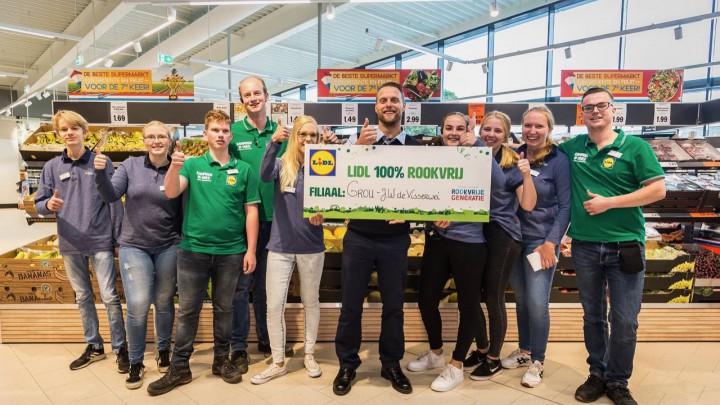 De medewerkers van Lidl in Grou onderstrepen dat de supermarkt 100% rookvrij is.