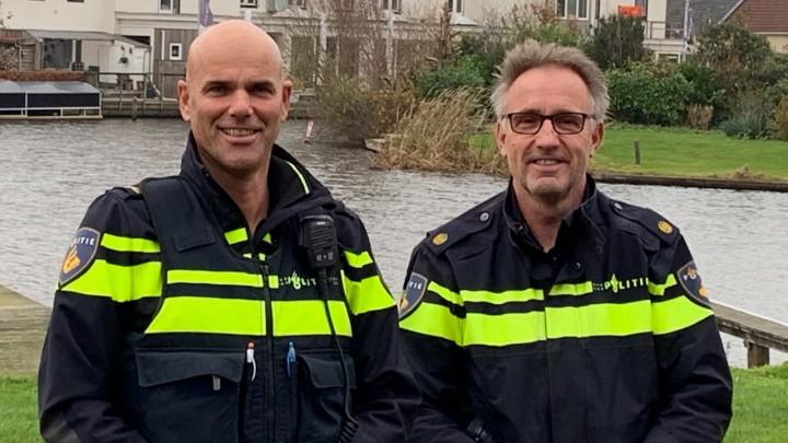 Lucas Haanstra (rechts) met zijn opvolger Hein Landman. (Foto: Akkrum.net)