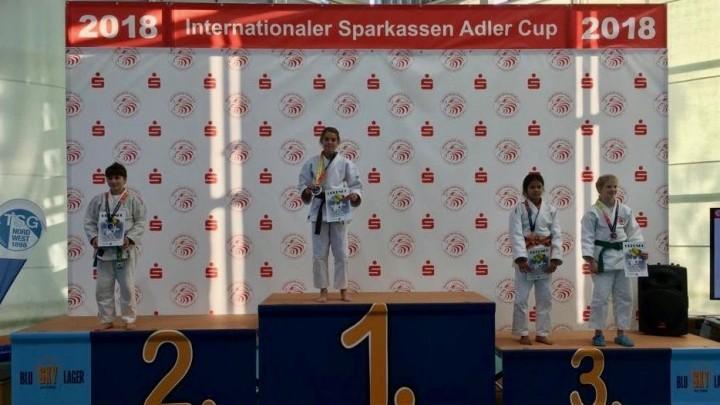 Milou Hendriks wint goud in Frankfurt.