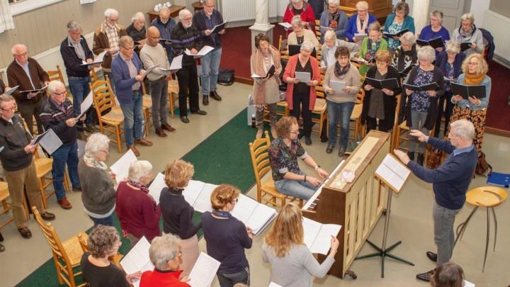 Een repetitie van Mingd Koar Grou in de Doopsgezinde kerk. (Foto: Archief Mingd Koar)