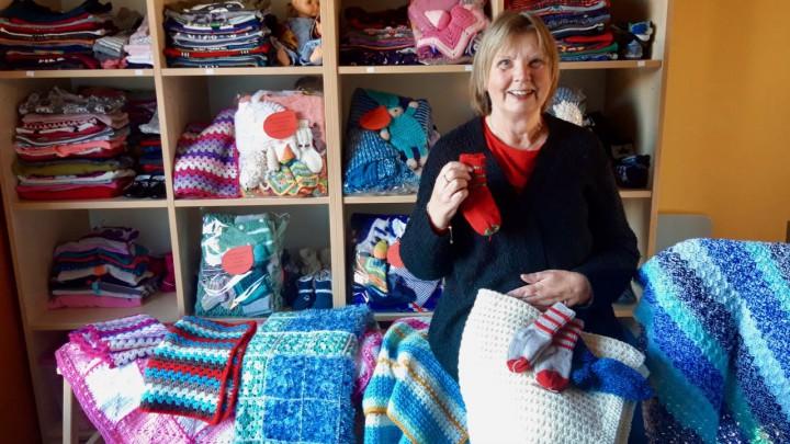 Annie Nicolai tussen een deel van de gedoneerde spullen.