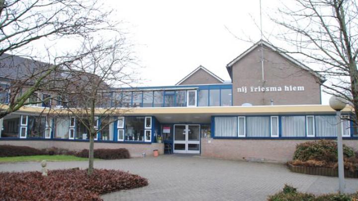 Het voormalige Nij Friesmahiem staat te koop.